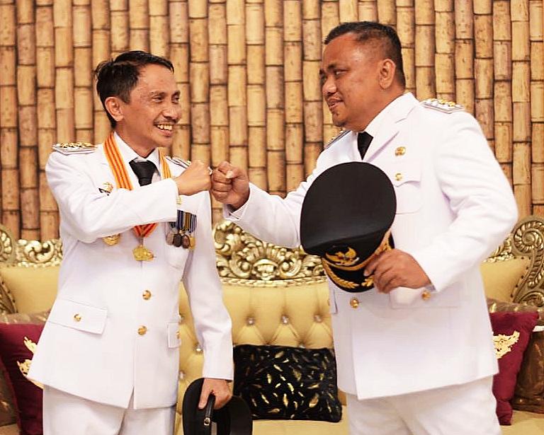 Bupati Nelson Pomalingo dan Wabup Hendra Hemeto sejak Agustus ini sudah bisa melantik atau merombak kabinetnya. Siap- siap !!!?.
